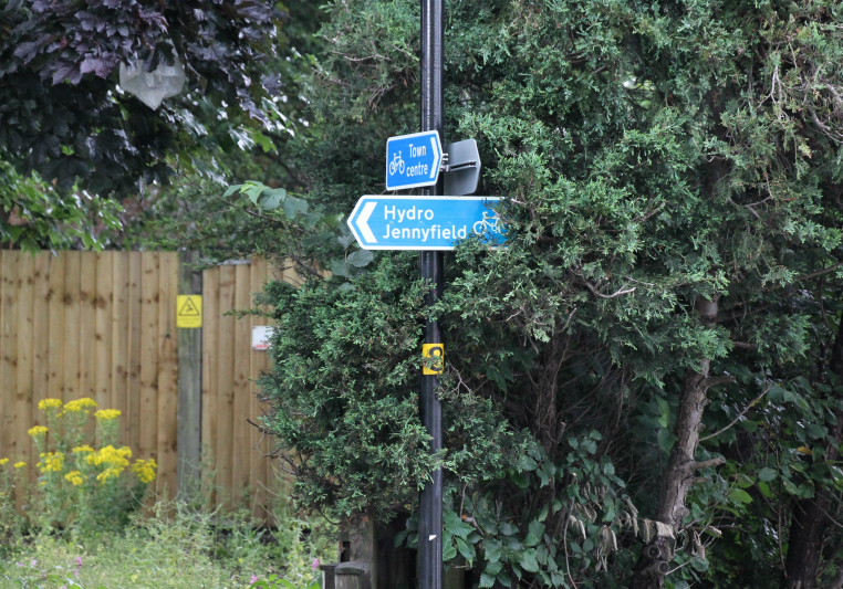 Cycling sign to Harrogate town centre from Ripon Rd
