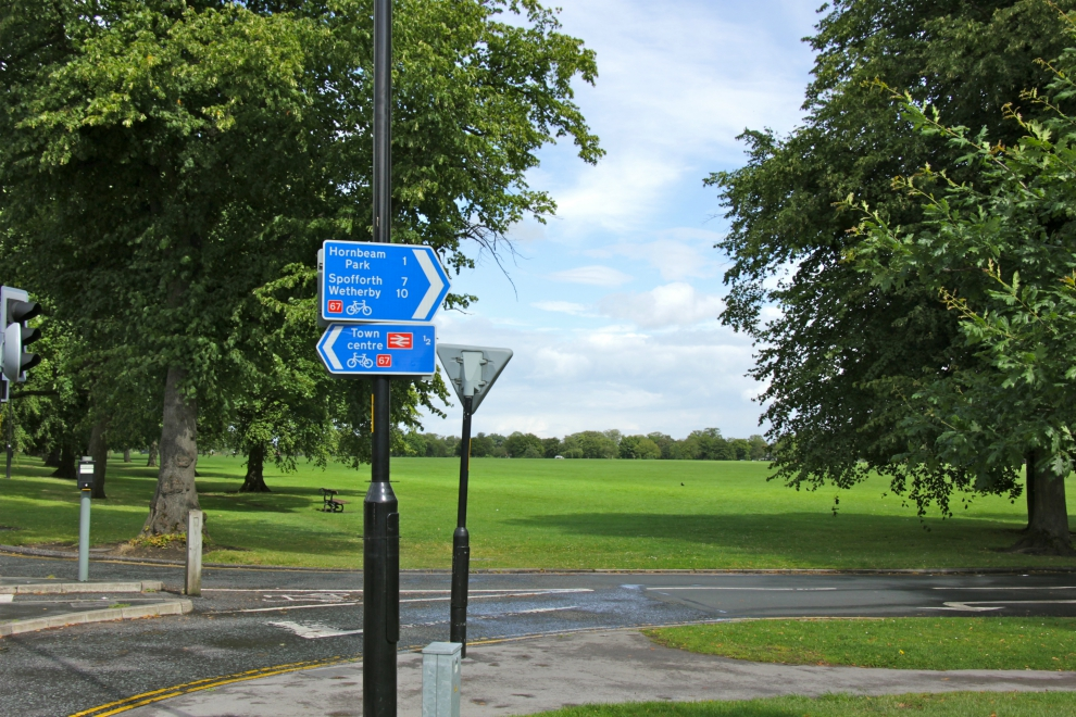 Cycling signs at York Place, Harrogate