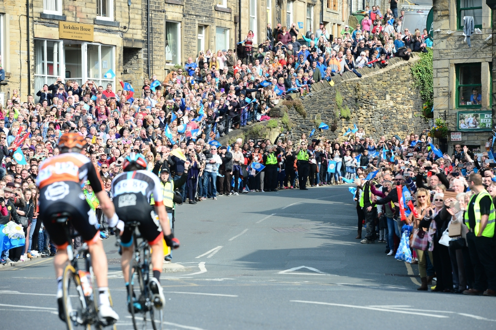 Crowds watching Tour de Yorkshire