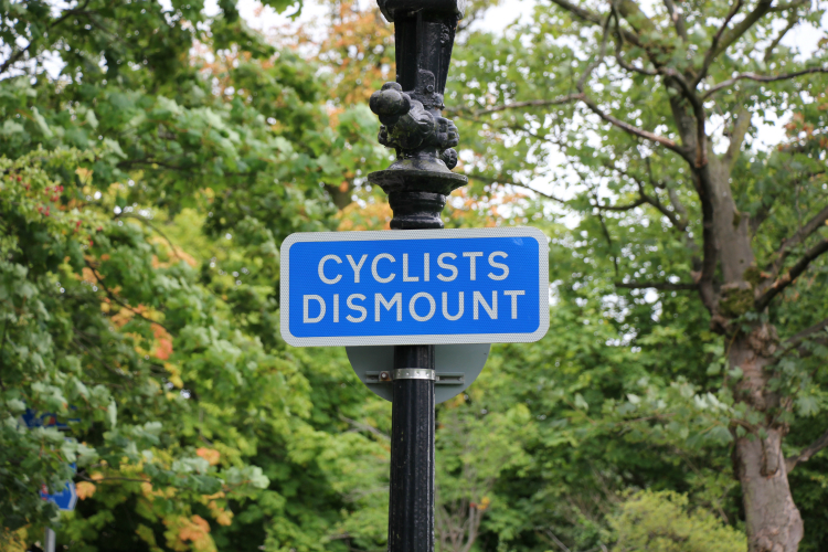 Cyclists dismount sign, Slingsby Walk