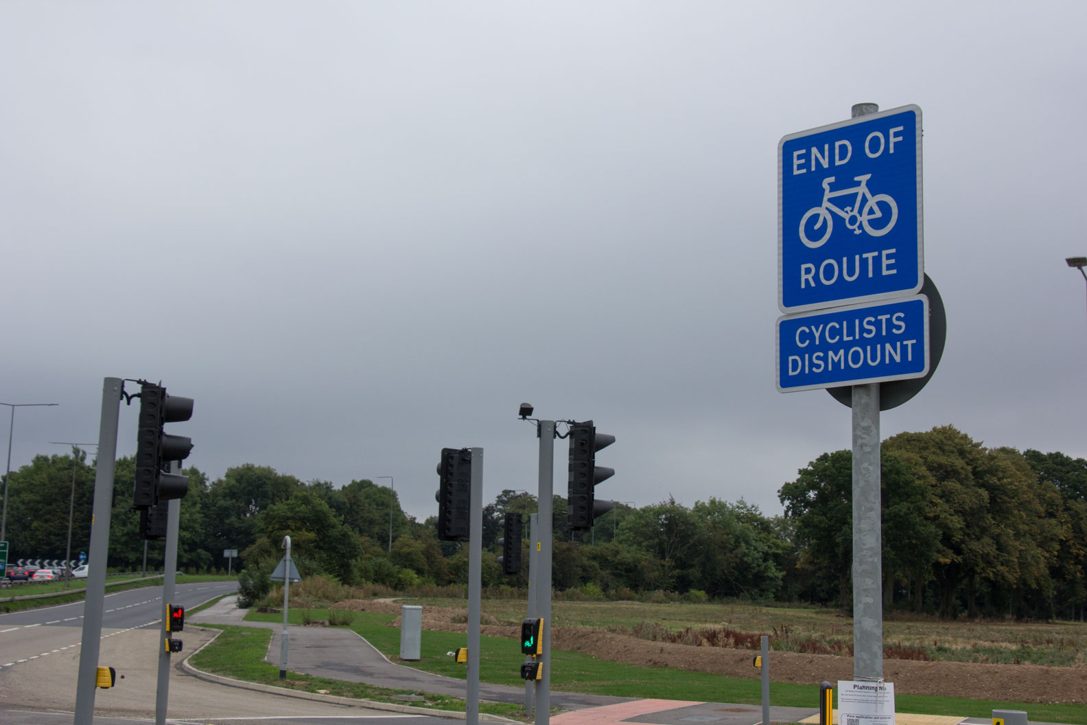Cyclists dismount sign, Bridgehead Business Park