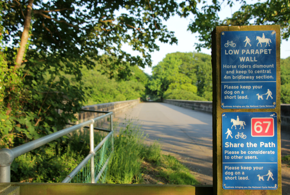 Shared path sign on Nidd viaduct